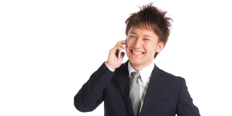 印象的な笑顔の男性