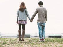 手をつなぐ恋人たち