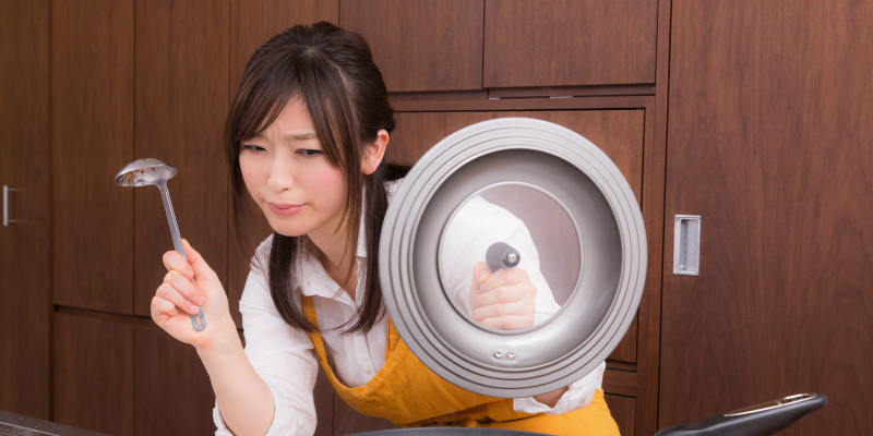 料理をする専業主婦