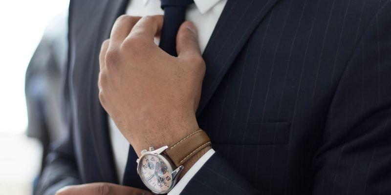 就活に臨むスーツの男性